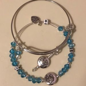 Jewelry - Expandable bangle set. $25